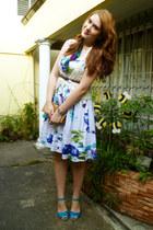 white floral dress Intrigue dress - camel Angela Gutierrez bag