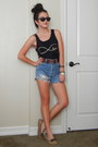 Vintage-levis-shorts-black-ray-ban-sunglasses-tan-moccasins-target-flats