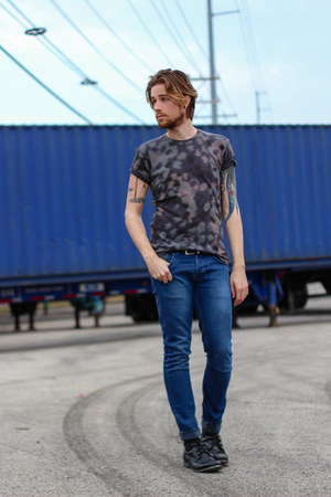 camo Marc by Marc Jacobs t-shirt - Steve Madden boots - Topman jeans