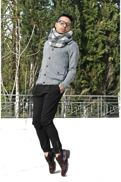 Zara shoes - Pull and Bear sweater - Mangano pants