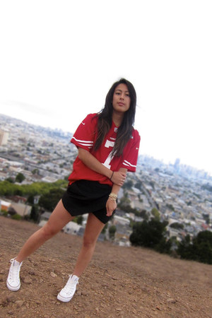 brick red niners Nike Football Jersey shirt - white Converse shoes