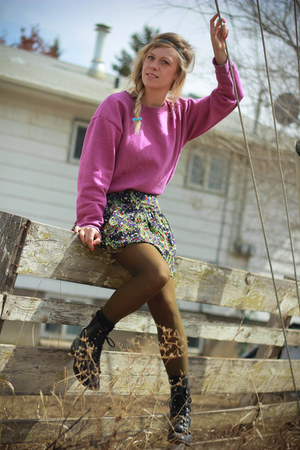floral XOXO skirt - grunge Laredo boots - hunting Retro socks