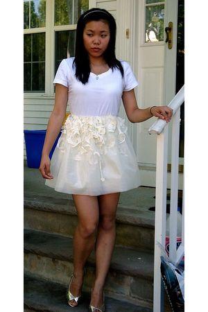 white H&M t-shirt - white theMayflower Fashions skirt