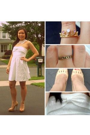 white Silk & Spikes necklace - white sammydress dress - nude BCBGeneration heels