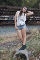 vintage boots - Forever 21 shorts - Urban Outfitters hair accessory - H&M top