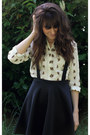 Black-boohoo-skirt-off-white-horse-print-blouse
