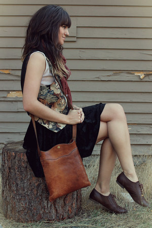dark brown cat print vest - maroon Forever21 scarf
