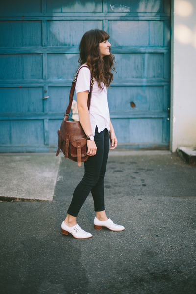dark brown BDG bag - black madewell jeans - white Splendid t-shirt
