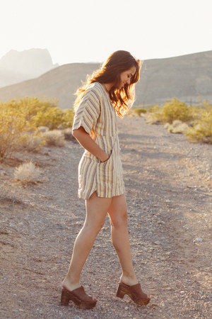 mustard Reformation dress - brown Shoescom clogs
