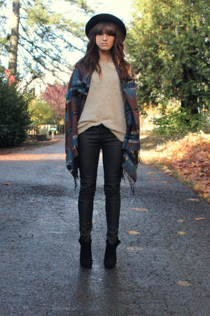 black leather like Hudson pants - beige sweater - dark brown cape