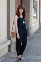black garage jumper - eggshell Geography 541 necklace - black sandals