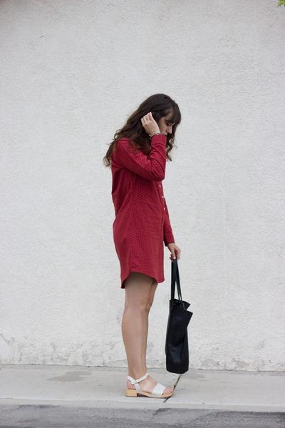 ruby red Bridge & Burn dress - black baggu bag - ivory Charlotte Stone clogs