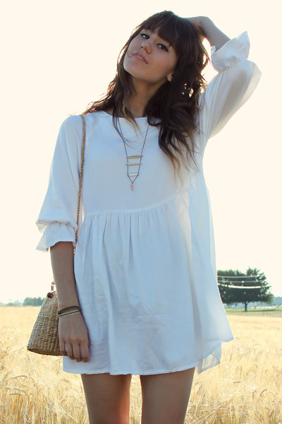 white The White Pepper dress - camel vintage bag - dark brown bracelet