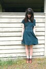 Dark-brown-vintage-shoes-teal-button-vintage-dress-neutral-forever-21-socks