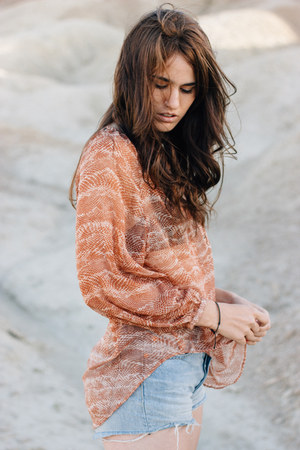 salmon Amuse Society top - brown free people boots - sky blue Levis shorts
