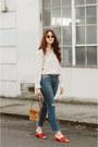 Navy-frame-jeans-eggshell-frame-blouse-burnt-orange-sandals