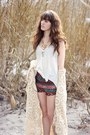 Teal-urban-outfitters-shorts-white-top-bronze-urban-outfitters-necklace