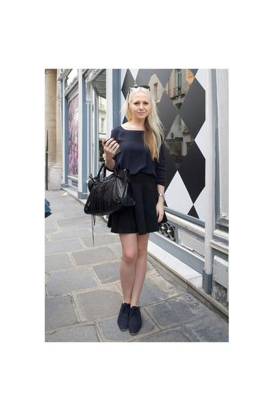 black leather balenciaga bag - navy suede Zara shoes