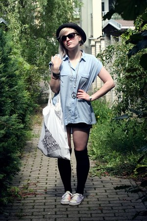 Stradivarius shirt - H&M hat - DIY bag - H&M sneakers - Zara stockings
