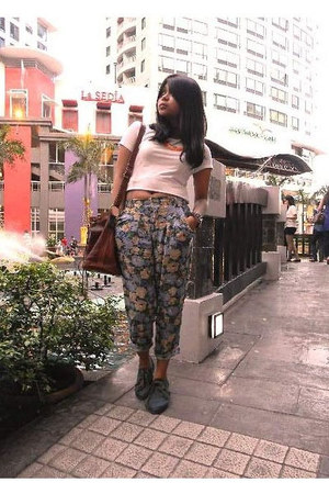 bag - blue oxfords shoes - top - floral trousers Meg pants
