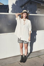 Cream-silk-oversized-vintage-shirt-black-retro-gap-shorts