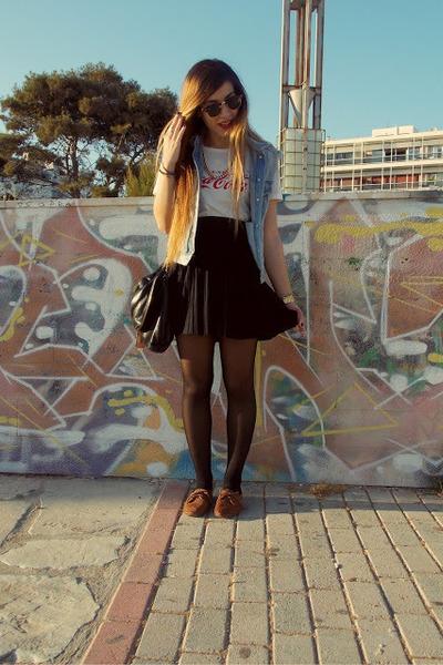 black D&G bag - white D&G t-shirt