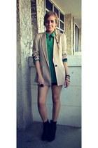 black wedge Deena & Ozzy boots - tan boyfriend style Zara blazer