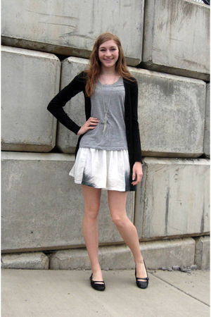 white American Eagle skirt