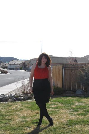 black Old Navy skirt - red Target dress - gray Anne Marino shoes - gold Sisters