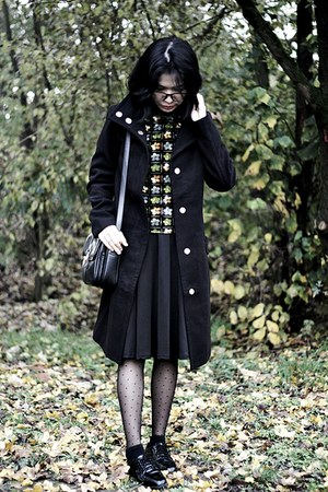 black H&M coat - black oxfords Pull & Bear shoes
