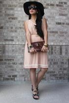 dark brown velvet hat - beige vintage dress - brown leather bag