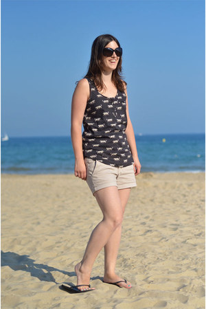 dark gray Fat Face top - beige American Eagle shorts - black Havianas flats