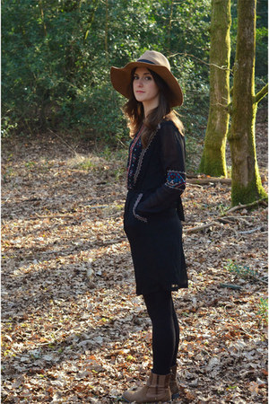 black Rene Derhy dress - brown Clarks boots - tan La Redoute hat