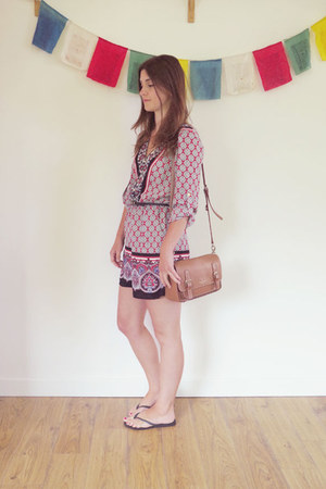 tan kate spade bag - red Oasis romper - black Havaianas sandals