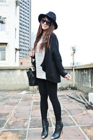 black Zara boots - black Zara hat - off white H&M sweater