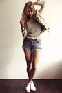 White-converse-shoes-ivory-zara-jacket-sky-blue-levis-shorts