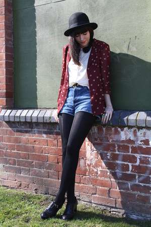 maroon blazer - white top