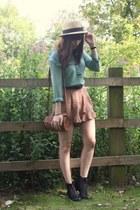 camel frilly shorts - mint blouse