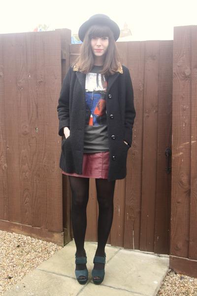 teal heels - black coat - crimson faux leather skirt