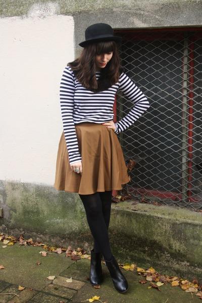 mustard skirt - dark brown faux fur scarf - striped top