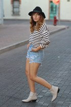 white striped vintage sweater - eggshell suede shellys london boots