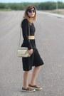 Gold-vintage-chanel-bag-black-culotte-forever-21-pants