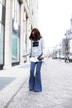 navy flares alice mccall jeans - heather gray printed viktoria & woods sweater
