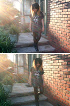 gray t-shirt - black cotton on leggings - brown leopard bag from markets accesso