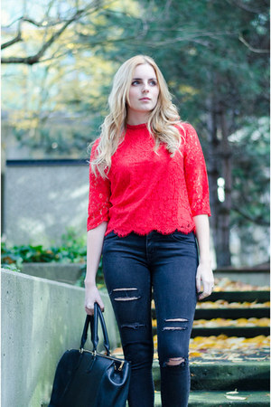 red lace H&M top - black distressed American Eagle jeans