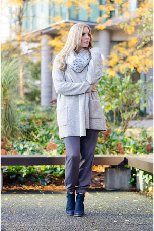 silver knit Bootlegger sweater - navy ankle boots Aldo boots