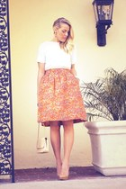 salmon vintage skirt - beige Chanel bag - beige Aldo pumps - white Zara t-shirt