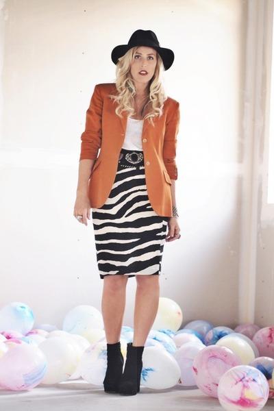 black vintage skirt - black Dolce Vita boots - black Urban Outfitters hat