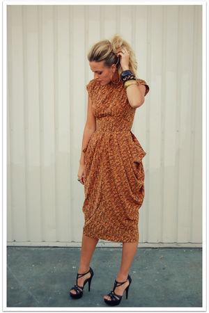 orange vintage dress - black Steve Madden shoes