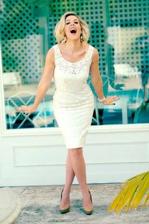 white vintage dress - tan Aldo heels